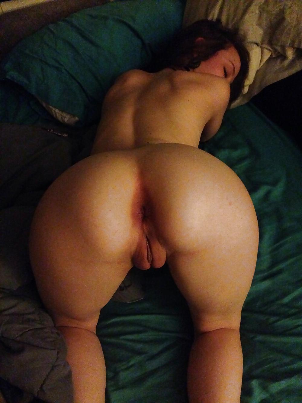 Mädchen hintern nackte Big Boobs